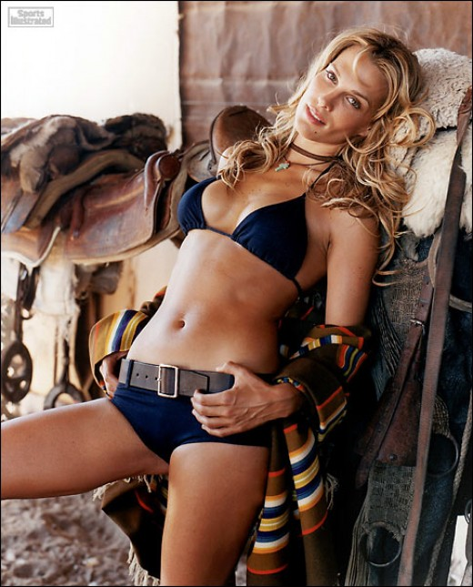 Molly Sims Hot Swimsuit Photoshoot Pics And Sexy Bikini Wallpapers | Blogging Made Easier
