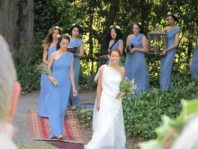 the bride enters with her bridesmaids, the music was Clair de lune, by Claude Debussy