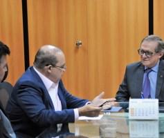 Ibaneis Rocha cobra do ministro da Educação mais investimentos nas escolas do DF