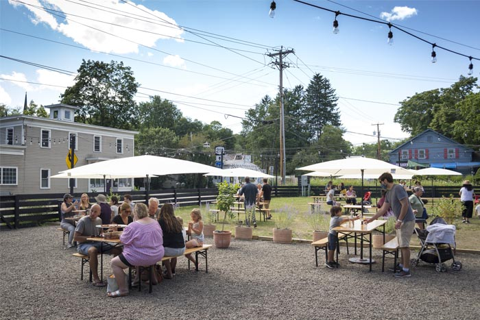 ollie s pizza brings outdoor cafe