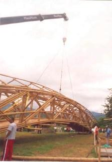 Bambú_construcción-izado puente 2