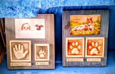 huellas niño y perros en ceramica