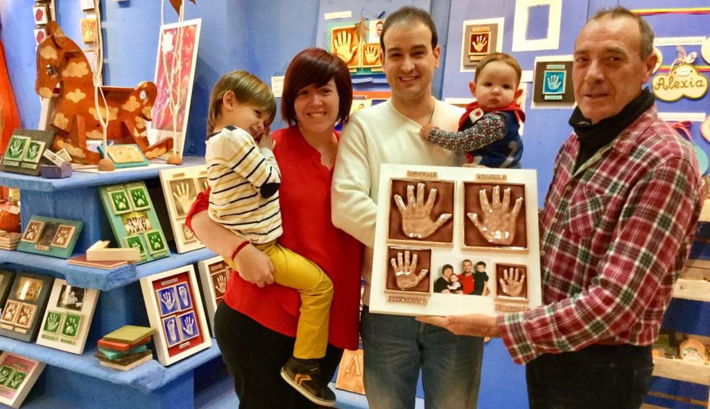 Pon la foto de tu familia en este mural