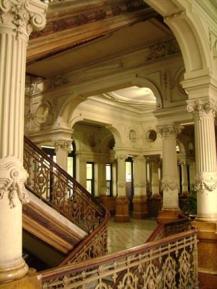 Interior del mismo.