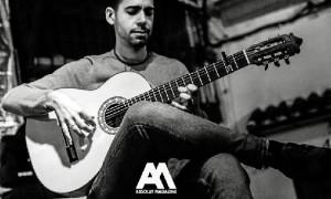 Felipe Chaparro se siente feliz por poder vivir de la música.