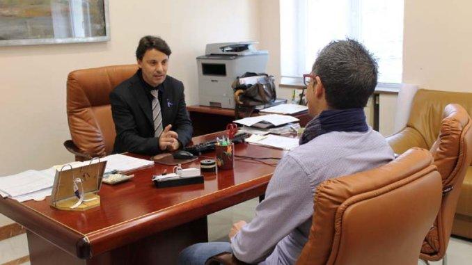 El Ayuntamiento de Huelva acuerda con Microbank y Banco Sabadell facilitar microcréditos a emprendedores y autónomos