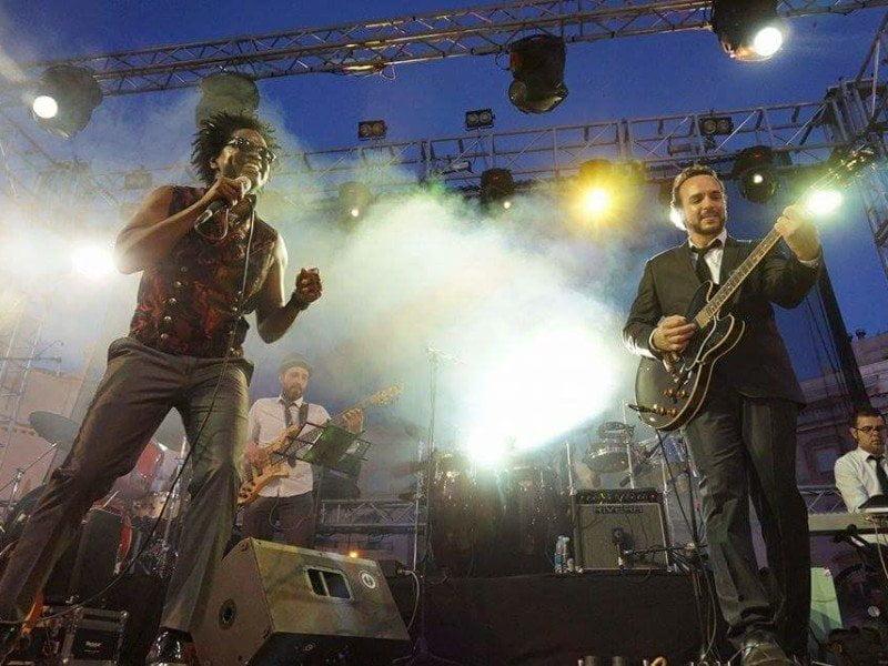 David Hooper y su banda fueron los encargados de abrir el telón