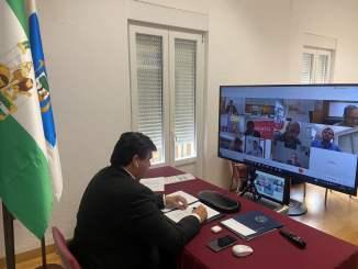 Gabriel Cruz asistiendo a la reunión online del Consejo de Administración del Puerto.