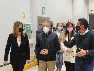 Pilar Miranda junto a Elías Bendolo, hombre fuerte del Gobierno y del PP andaluz.