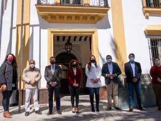 María Eugenia Limón sigue su ruta por la provincia. En la imagen, en La Palma del Condado.