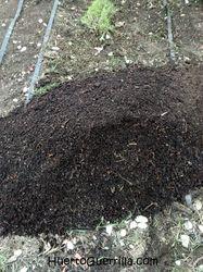 compost maduro para incorporarse al bancal del huerto