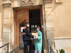 Entrega de material en el Hospital de Santiago de Cuenca