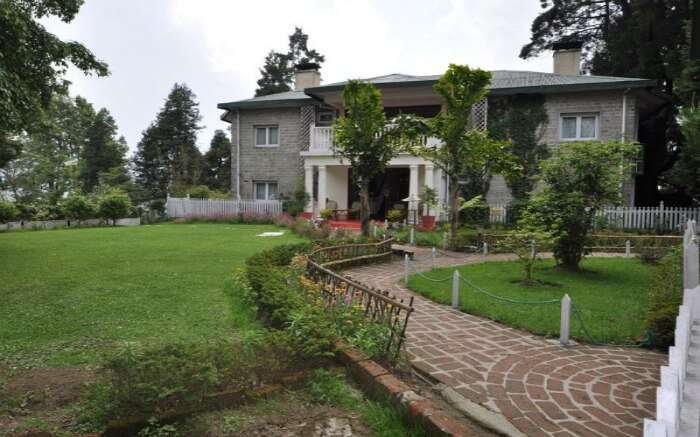 https://manthandiary.files.wordpress.com/2015/08/resort_welcomheritage-windamere-hotel_in_darjeeling_221.png