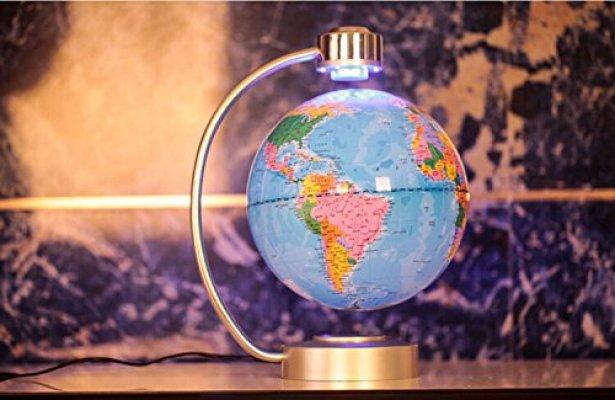globe terrestre en lévitation couleur originale