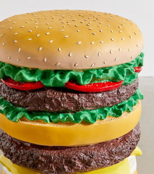 tabouret-en-forme-de-hamburger-geant-composition