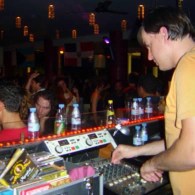 DJ Hugo Leite at Barrio Latino