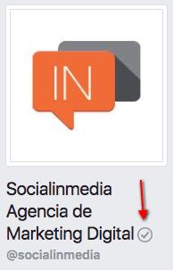 insignia gris en Facebook