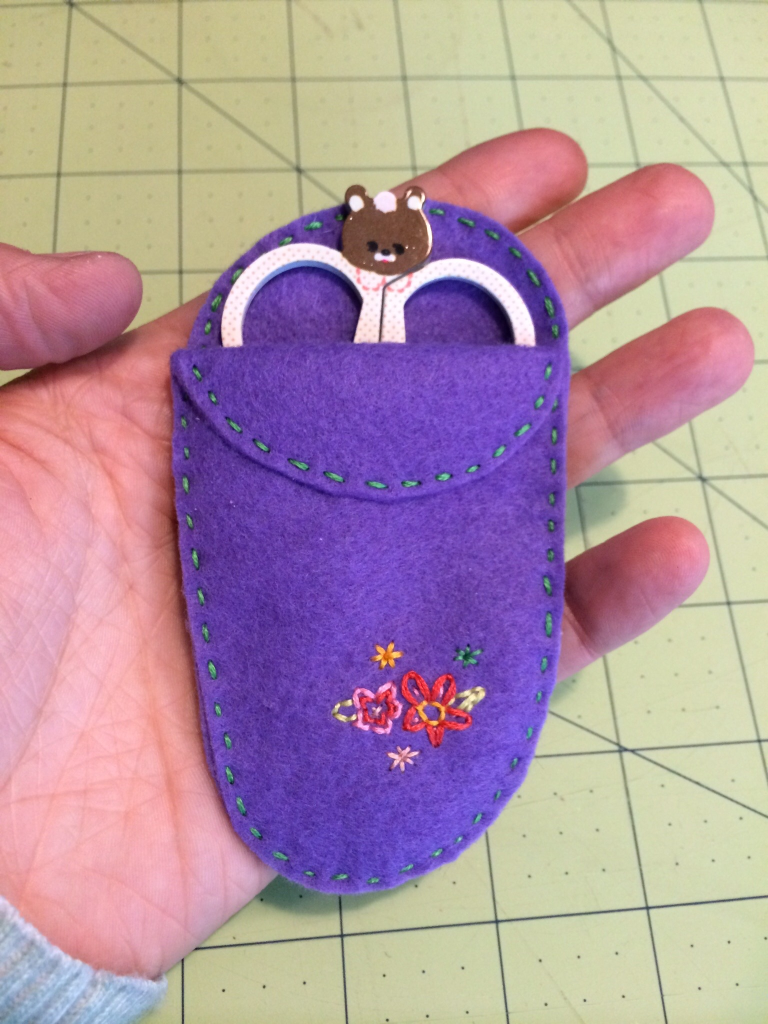 A Floral Felt Scissor Holder by Hugs are Fun
