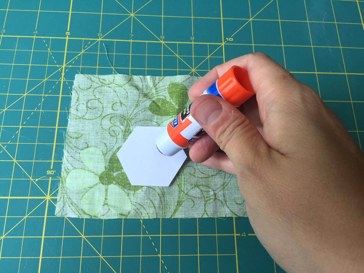 Tutorial - How to Make EPP Hexagons from Hugs are Fun
