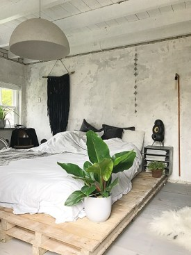 https://i1.wp.com/huizedop.nl/wp-content/uploads/2017/09/Industriele-slaapkamer-betonmuren.jpg?resize=275%2C367