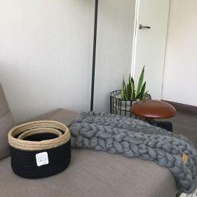Rieten mandjes wollen deken
