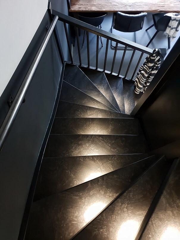 Zwarte trap huizedop
