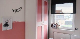 kinderslaapkamer met zwart rolgordijn