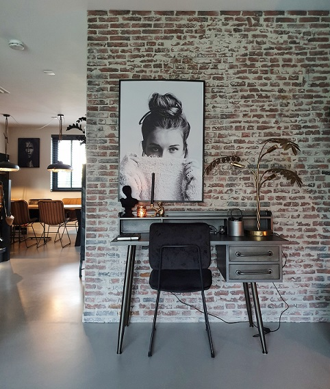 werkplek thuis bakstenen muur