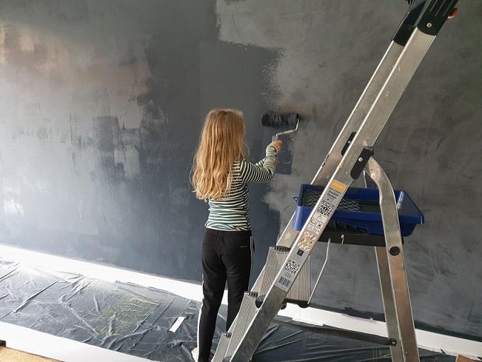 grijze muur verven