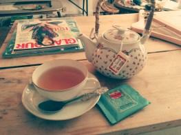 Tea Time dans l'espace coffee shop de la boutique