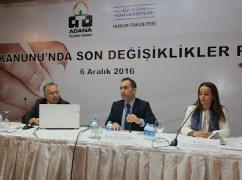 Özlem Yenerer Çakmut ve Prof. Dr. Mustafa Topaloğlu bir panelde
