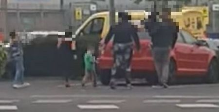 driver-risks-lives-as-family-of-six-squeeze-into-five-seater…