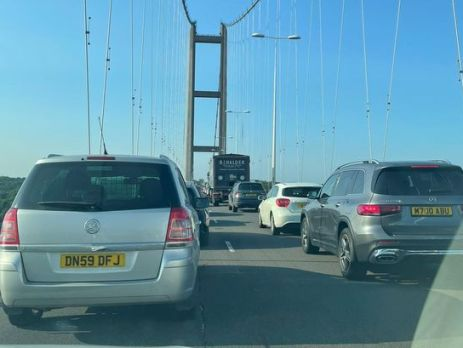 cars-'stuck-on-humber-bridge-for-an-hour'-after-collision