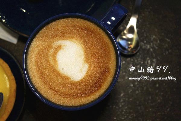 台南北區  芒果配椰奶,芭樂尬草莓,現打果汁的創意絕妙新口味。【鮮果診所 Juice Clinic】