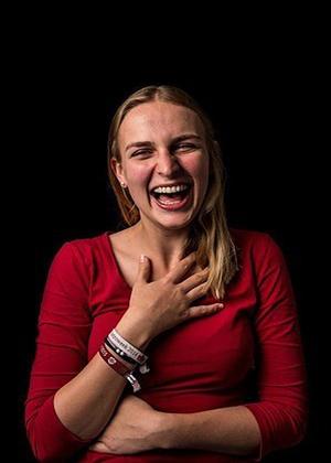 Женский смех в проекте Мод Фернхоут