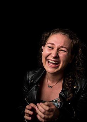 Улыбки и смех без страха мимических морщин - искренний фотопроект