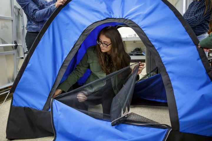 Палатка на солнечных батареях для бездомных людей