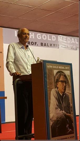 Ar. Pravin Patel, IIA Ahmedabad Centre congratulating Prof. B. V. Doshi