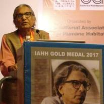 Prof. B. V. Doshi responding to the IAHH Gold Medal 2017 with an inspiring address.