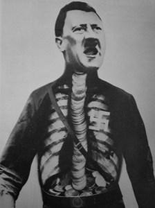 Kunstneren John Heartfield er mest kjent for sine antinazistiske verker, som Supermennesket Adolf svelger gull og spyr søppel! fra 1932.