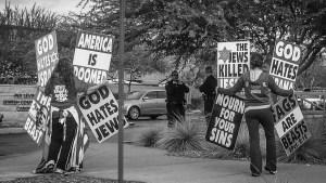 Menigheten Westboro Baptist Church er en blanding av storfamilie, sekt og hatgruppe. Foto: Wikipedia/HoppingRabbit34 CC-BY-3.0 https://creativecommons.org/licenses/by/3.0/
