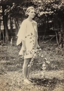 """Joan Hutchins, AKA Oenone, som """"Eostre's Maid"""". 1930. Foto: Angus McBean, fra Annebella Pollens samling"""