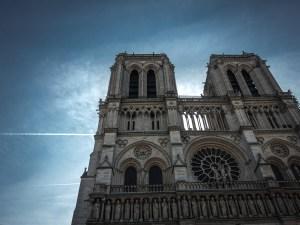 """Å respektere trosfriheten er å erkjenne at religioner vil bestå i overskuelig fremtid, hvor mye eller lite man liker det, fastslår Morten Fastvold. Notre Dame i Paris var åsted for forsøket på å erstatte religion med """"fornuftsdyrkelse"""" under de franske revolusjonsårene på 1790-tallet. Foto: Arnfinn Pettersen."""