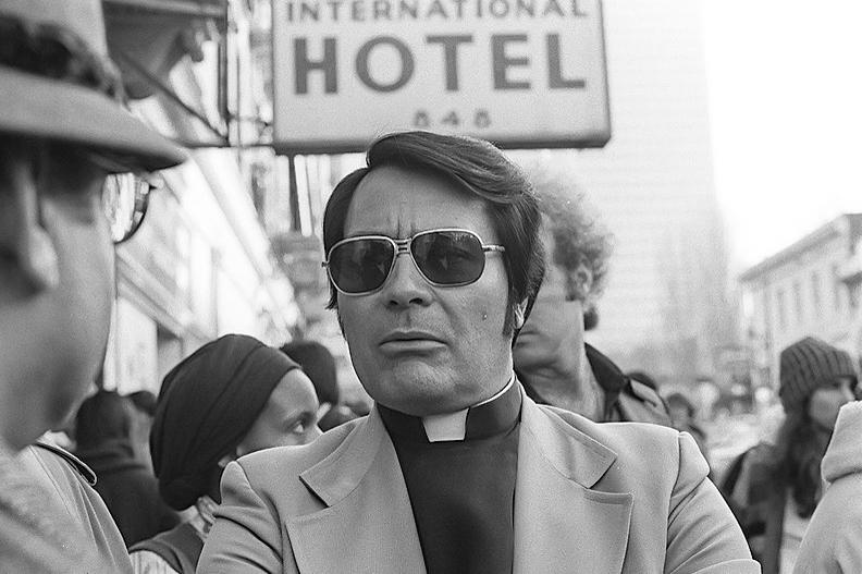 Reverend Jim Jones på en demonstrasjon i San Fransisco i januar 1977. Foto: Wikimedia/Nancy Wong. Creative Commons Attribution-Share Alike 3.0 Unported.