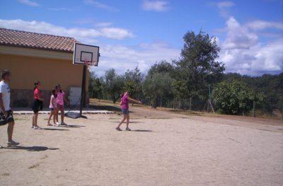 Baloncesto y otros deportes en nuestro campamento inglés
