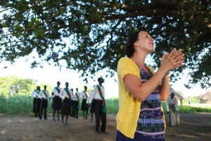 Jenny Simmons singing in South Sudan