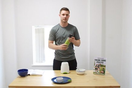 How to make a healthy smoothie for active children