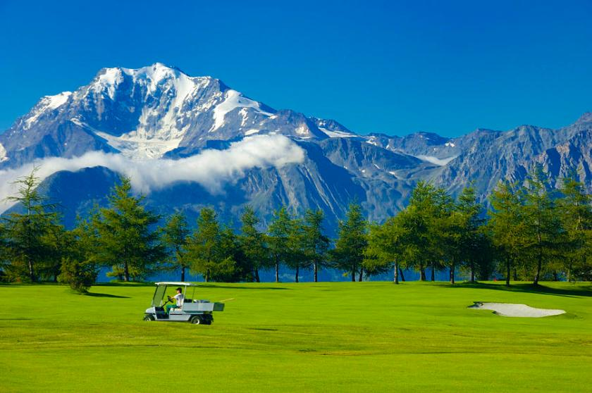 most-popular-sports-in-Europe-golf-swiss-alps-switzerland-matthias-hauser