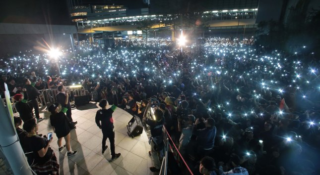 """""""HKTV Staff and 100,000 Citizens Light up the Night"""" – Lo Kwan Ho – Apple Daily"""