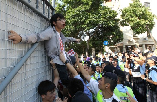 """""""Scholarism Pushes C.Y. Leung on Universal Suffrage"""" – Tse Wing Yiu – Apple Daily"""